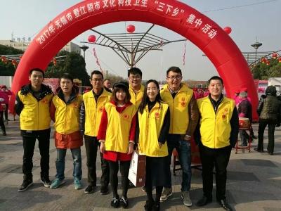 """无锡团市委组织青年志愿者参加""""三下乡""""活动"""